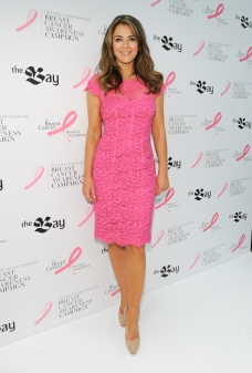 Elizabeth Hurley_2012 Toronto Press Event at The Bay