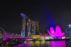 Singapore_Marina Bay Sands Museum and Bridge